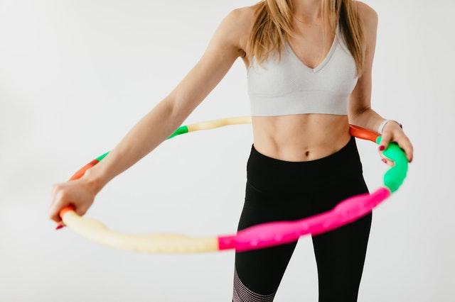 Odchudzające właściwości ćwiczeń z hula hop